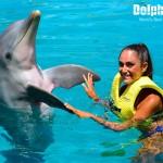 Interacción con delfines en Dolphinaris Cozumel.