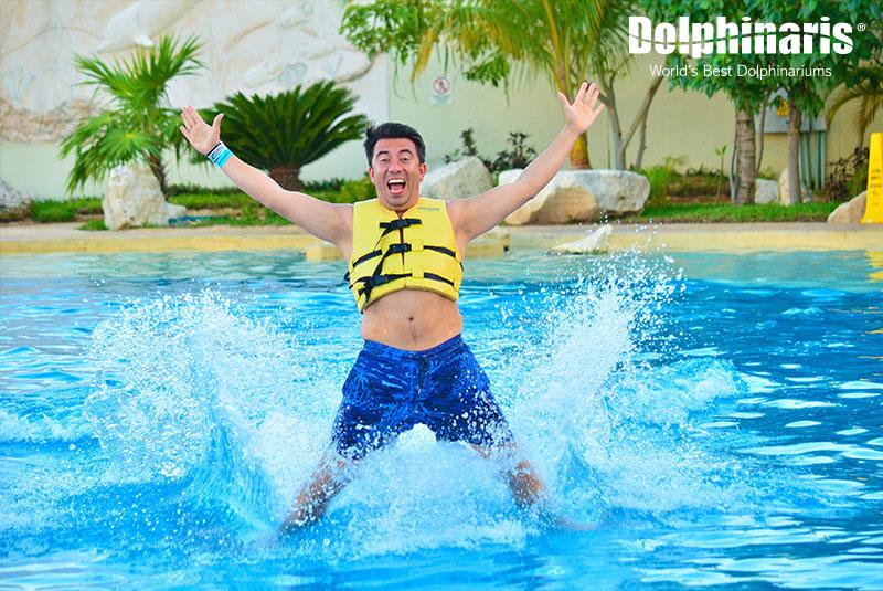 Nadar con delfines es una maravillosa experiencia.