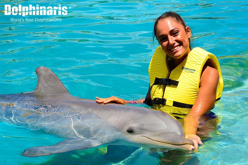 Inolvidable nado con delfines e interacción en Dolphinaris Cozumel.