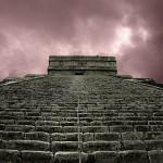 Nado con delfines más tour Chichen Itza - El Castillo escalinatas.