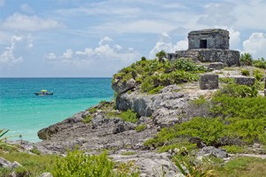 Combo tour Tulum & Swim with dolphins - Tulum Mayan city in front of the Caribbean Sea.