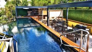 The Sundeck Lounge Dolphinaris Cozumel - Bar y Restaurante exterior junto a piscina